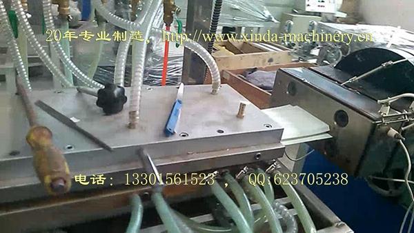 PVC集成护墙板生产线设备